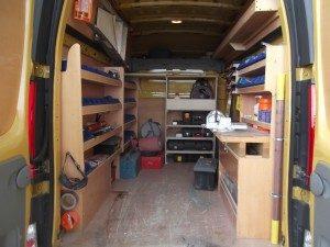 Le camion spécialisé de la SARL Coussy pour la recherche de fuites d'eau. Photo appartenant exclusivement à www.coussy-freres.fr
