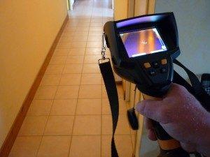 """Utilisation de la caméra thermique en détection de fuites d'eau. Image appartenant exclusivement à <a href=""""http://www.coussy-freres.fr"""">www.coussy-freres.fr</a>"""